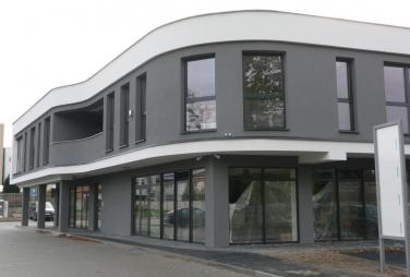Hliníkové okná presklenie budovy