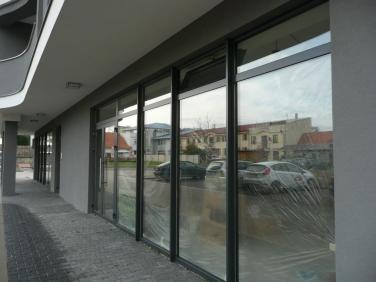 Hliníkové presklenie budovy