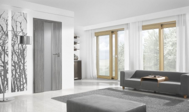 Interiér s osadenými dverami