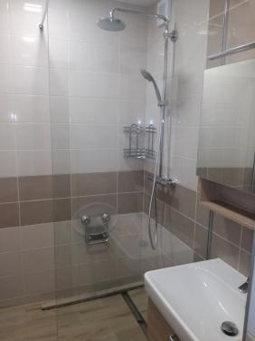 Zrekonštruovaná kúpeľňa a WC