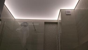 Svietiaci strop do kúpelne