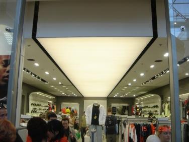 Svietiaci strop do predajne