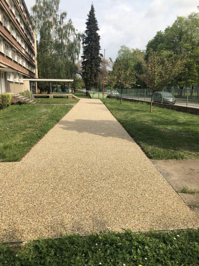 kamienkový koberec- všestranné využitie v interiéri i exteriéri - škola