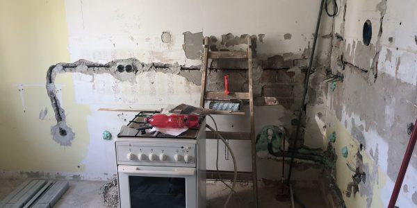 Rekonštrukcia kuchyne, REKOMPLETT Trnava, dvere, podlahy