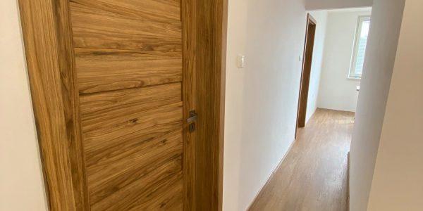 Rekonštrukcia kúpeľne, REKOMPLETT Trnava, dvere, podlahy, dlažba,chodba