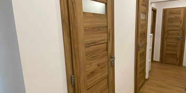 Rekonštrukcia kuchyne, prerábka bytu, REKOMPLETT Trnava, dvere, podlahy, dlažba, sprchový kút, chodba, holobyt
