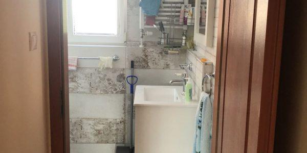 Dodávka a montáž, rekomplett, kuchyňa, podlahy, kúpeľňa, wc, vstavaný nábytok, police v skladíku